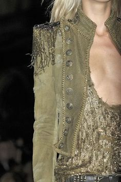 Balmain at Paris Fashion Week Spring 2010 – Mode für Frauen Fashion Details, Love Fashion, High Fashion, Womens Fashion, Fashion Design, Green Fashion, Fashion Ideas, Military Inspired Fashion, Military Fashion