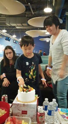 My Birthday Party With My Best Friends Of 2016! At Zone Bowling! Saturday December 3rd,2016! My Brother Cutting My Birthday Cake!🎳😄😊☺😉😍😘❤💜💙💚💛💗💘💞💖💕💓💌💋💎💍👣💝🎍🎂🍰🎋🎉🎊🎈🎁