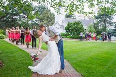8 Bridal Party Kiss