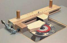 Ah! E se falando em madeira...: Jig para pequenas peças na tupia