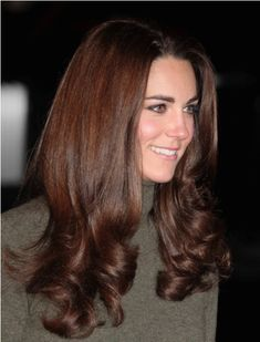the perfect brunette shade (does she ever have a hair out of place?! what a beauty!)