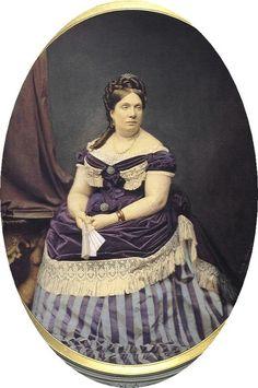 Retrato de Doña Isabel II de Borbón (1830-1904), Reina de España entre 1833 y 1868, en una fotografía del año en que fue derrocada e invitada a exiliarse lejos del territorio español.