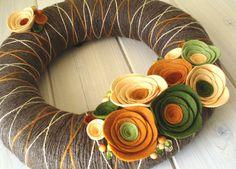Yarn Wreath Felt Handmade Door Decoration Fall In by ItzFitz holiday outdoor… Fall Yarn Wreaths, Felt Flower Wreaths, Felt Wreath, Wreaths And Garlands, Wreath Crafts, Diy Wreath, Felt Flowers, Floral Wreath, Fabric Wreath
