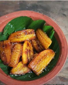 Indian Street Food, South Indian Food, Indian Food Recipes, Kerala Recipes, Indian Snacks, Roasted Banana, Kerala Food, Weird Food, Cafe Food