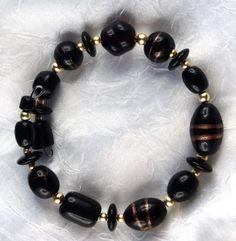 Spangenarmband mit Glasperlen in schwarz-gold