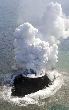 reports volcano raises island in seas far south of Tokyo New island off Japan. Japan reports volcano raises island in seas far south of TokyoNew island off Japan. Japan reports volcano raises island in seas far south of Tokyo All Nature, Science And Nature, Amazing Nature, What A Wonderful World, Beautiful World, Beautiful Places, Natural Phenomena, Natural Disasters, Volcan Eruption