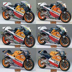 Imagem relacionada Course Moto, Glass Cabinets, Super Bikes, Courses, Grand Prix, Cars And Motorcycles, Motorbikes, Honda, Creativity