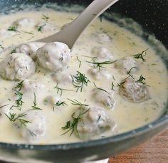 Perisoare in sos de smantana Baby Food Recipes, Dinner Recipes, Cooking Recipes, Good Food, Yummy Food, Tasty, Romanian Food, Romanian Recipes, Desert Recipes