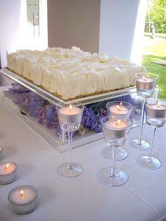 White on Purple Wedding Cake - Portugal #weddingportugal #lisbonweddingplanner #weddingcakeportugal