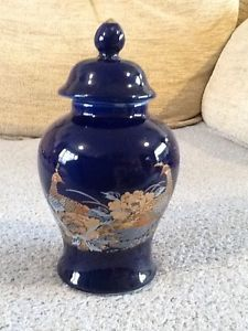 Blue ginger jar ads buy & sell used - find right price here Ginger Jars, Porcelain Ceramics, Great Deals, Buy And Sell, Blue, Stuff To Buy, Porcelain, Tableware
