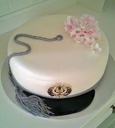 Purppurahelmen juhla- ja  fantasiakakut: Ylioppilas,merkonomi yms valmistujaiskakkuja Cupcake, Graduation, Food And Drink, Cakes, Baking, Board, Party, Desserts, Decorating Cakes