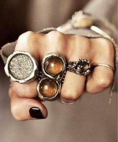 beautiful jewelry silver soldered rings with a tribal boho feel Street Style Vintage, Hippie Style, My Style, Hippie Chic, Gypsy Style, Boho Style, Modern Hippie, Hippie Fashion, Jewelry Accessories