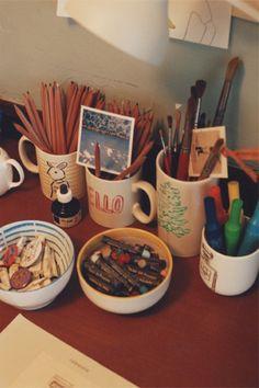 作ったものを飾る/フォトアルバム   MUJI meets IDEE   無印良品 I love to use my ceramics and glass for pens, art tools, etc.