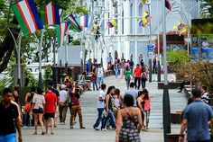 Bulevar del Río, el espacio que le cambio la cara a #Cali #PorCaliLoHagoBien #MiCaliSoñada Street View, Nun, Bridges, Walks, Parks, Space