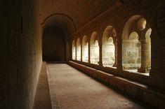 Cloître de l'abbaye cistercienne du Thoronet (Var)