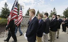 Kind-hearted students serve as pallbearers for homeless military veterans - http://www.dnaodisha.com/world/kind-hearted-students-serve-as-pallbearers-for-homeless-military-veterans/5991
