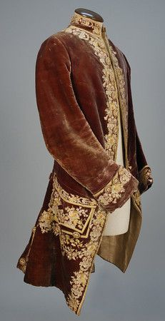 LOT 509 GENTS FRENCH VELVET EMBROIDERED COAT, 1760 - 1780. - whitakerauction