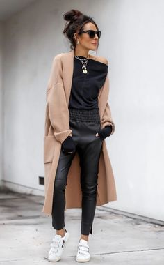 My love for leather pants runs deep! My love for leather pants runs deep! Top Fashion, Winter Fashion, Fashion Outfits, Womens Fashion, Spring Fashion, Street Style Outfits, Casual Outfits, Lucy Hernandez, Outfits Leggins