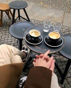coffee date - coffee Coffee Date, Coffee Break, Morning Coffee, Coffee Shot, Coffee Drinks, Photography Winter, Coffee Photography, Coffee Shop Aesthetic, Mantecaditos