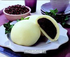호빵, hobbang, hot fluffy bread with sweet bean paste inside