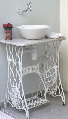 """My old """"Singer"""" with Wood on top and Lavabo for the guest room """"Vrenis lavanderia"""""""