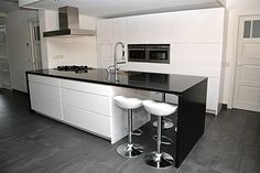 Modern - Black and White - Kitchen