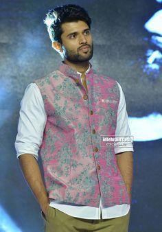 Vijay 🤩 Indian Wedding Clothes For Men, Wedding Dress Men, Mens Indian Wear, Indian Men Fashion, Kurtha Designs, Boys Kurta Design, Prabhas Pics, Kurta Men, Vijay Actor