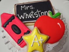 Back to School Cookies... i wanna make these for all my teachers this year!