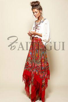 Falda asimétrica roja con estampado ruso
