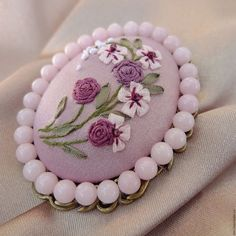 Embroidery Jewelry Tutorial Polymer Clay 46 Ideas For 2019 Ribbon Embroidery Tutorial, Rose Embroidery, Embroidery Jewelry, Silk Ribbon Embroidery, Embroidery Designs, Embroidery Stitches, Polymer Clay Embroidery, Beaded Banners, Ribbon Art