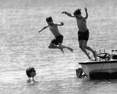 31 Dec 1992 day one of their holiday - Prince Harry, center, and Prince William, right, jump off a boat toward their mother Princess Diana in the waters off the Caribbean island of Nevis, West Indies, Thursday. Diana and her children are spending the New Year holiday in this island nation. PRINCELY PLUNGE (AP)