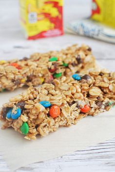 No Bake Granola Bars are loaded with chocolate chips, M&Ms, peanut butter, oats, and cereal!