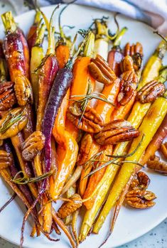 Roasted Carrots with Browned Butter and Pecans Best Vegetarian Dishes, Vegetarian Recipes Dinner, Brunch Recipes, Easy Dinner Recipes, Easy Meals, Easter Recipes, Appetizer Recipes, Dinner Ideas, Clean Recipes
