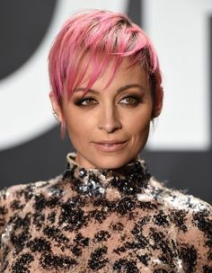 Nicole Richie Pixie - Nicole Richie looked uber cool with her pink pixie at the Tom Ford womenswear presentation. Pixie Hairstyles, Celebrity Hairstyles, Summer Hairstyles, Cool Hairstyles, Pixie Haircuts, Nicole Richie Hair, Hairstyle Look, Hairstyle Ideas, Really Short Hair