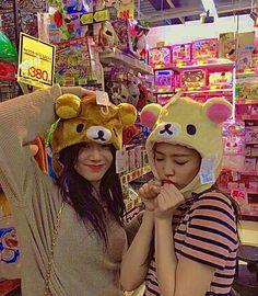 Hippie Wallpaper, Cute Pastel Wallpaper, K Pop, Korean Picture, Pink Movies, Cute Bear Drawings, Blackpink Poster, Blackpink Funny, Black Pink Songs