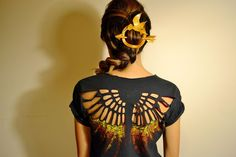 Wear this to the Mockingjay Part 2 movie premier. Hunger Games Shirt, Hunger Games Costume, Hunger Games Party, Hunger Games Mockingjay, Hunger Games Trilogy, Shirt Hair, Diy Fashion, Fashion Tips, Diy Games