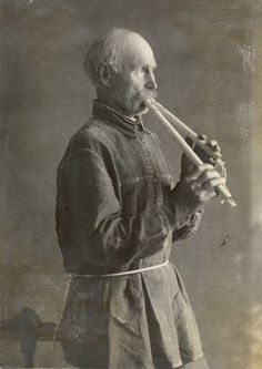 Living tradition of double flute playing in a territory spanning the belorussian-Russian border.