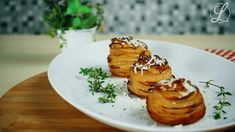 Our potato turrets are actually potato muffins because the potatoes come in the muffin form and are then baked in the oven. Tasty, Yummy Food, Eat Smart, Potato Recipes, Baked Potato, Feta, Pavlova, Side Dishes, Food And Drink