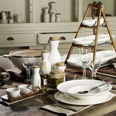 Authentic, emotional and exceptionally high quality. The Artesano Original collection combines impeccable craftsmanship with premier materials. Enjoy quality time when you sit down to a meal with family and friends. The combination of premium porcelain with robust natural materials such as acacia wood, cork and slate gives the product range its unique appeal.