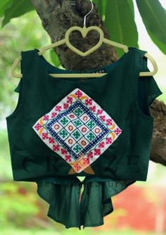 18 Ideas Embroidery Tshirt Design Stitches For 2019 Choli Designs, Sari Blouse Designs, Fancy Blouse Designs, Designer Blouse Patterns, Kurta Designs, Kurti Embroidery Design, Embroidery Dress, Hand Embroidery, Ballerina