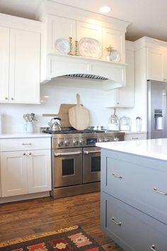Kitchen Hood Design, Kitchen Vent Hood, Kitchen Stove, Kitchen Cabinetry, Kitchen Redo, Home Decor Kitchen, New Kitchen, Kitchen Ideas, Kitchen Range Hoods