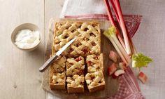Het is weer voorjaar! Dat vieren wij met de seizoensgroente rabarber.Dit past perfect in een zoet gerecht. Met dit receptmaak je een rabarber-appeltaart.