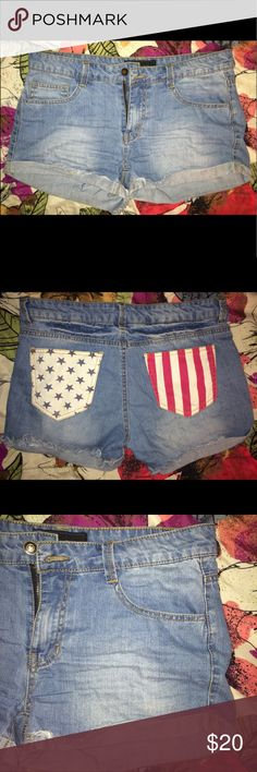 American Flag Jean Shorts 🔹 Condition: Great (8/10) 🔹 Size: L 🔹 Material(s): 100% Cotton  🔹 Details:       - JW Signature  Shorts Jean Shorts