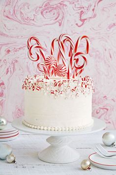 Candy Cane Forest Cake Christmas Cake Designs, Christmas Cake Decorations, Holiday Cakes, Holiday Desserts, Holiday Baking, Christmas Baking, Xmas Cakes, Christmas Cakes Images, Candy Cane Decorations