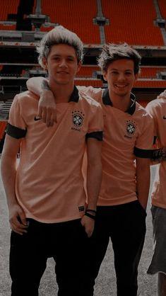 One Direction Background, Four One Direction, One Direction Lockscreen, One Direction Wallpaper, One Direction Humor, One Direction Pictures, Liam Payne, Zayn Malik, Larry