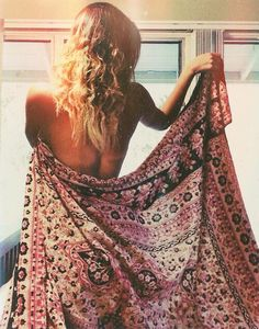 Beach babe with boho sarong x Hippie Style, Mode Hippie, Hippie Gypsy, Hippie Chic, Boho Chic, Boho Style, Hippie Life, Boho Life, Gypsy Life