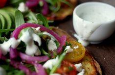 FRISK YOGHURTDRESSING Frisk, Crunches, Caprese Salad, Pesto, Bacon, Food, Cilantro, 6 Pack Abs, Meals
