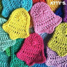 Christmas Bells Motif By Atty van Norel - Free Crochet Pattern - (ravelry) Crochet Snowflake Pattern, Crotchet Patterns, Crochet Leaves, Crochet Snowflakes, Crochet Motif, Diy Crochet, Crochet Crafts, Crochet Projects, Crochet Christmas Decorations