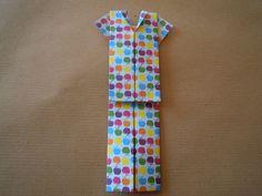 PIGIAMA ORIGAMI  http://creandosicrescecrescendosicrea.tumblr.com/post/46923290593/pigiama-origami-non-so-voi-ma-a-me-piegare-la