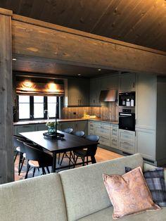 Küchen Design, House Design, Log Home Kitchens, Cabin Interiors, Interior Decorating, Interior Design, Log Homes, Future House, Retro
